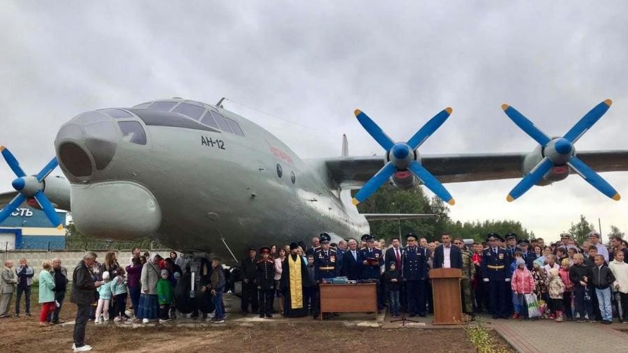 В Балабаново открыт новый памятник - транспортный Ан-12 с аэродрома Ермолино