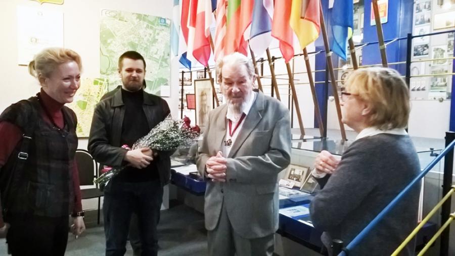 Накануне Дня Победы в городском музее открылась выставка, посвященная жизненному подвигу академика Корнеева