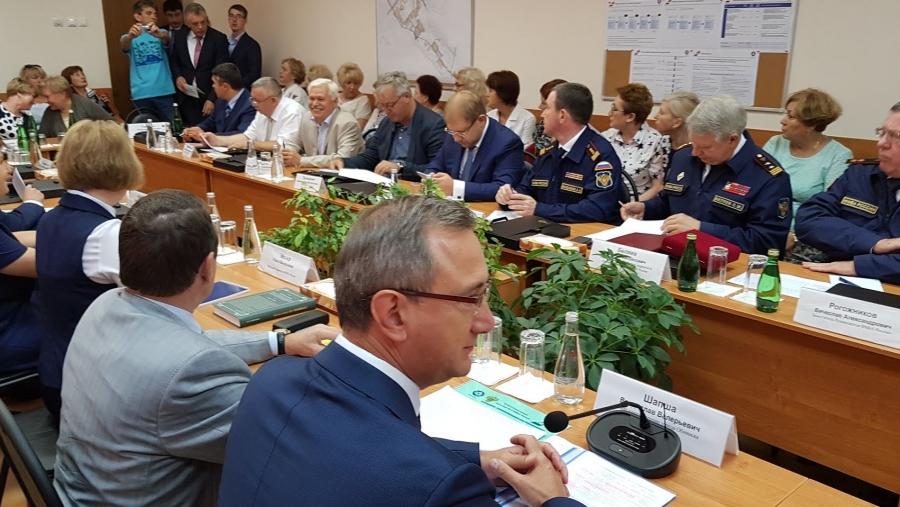 Мэр Обнинска Владислав Шапша и руководитель КБ №8 Игорь Бондаренко пытаются договориться по ключевым вопросам медицины