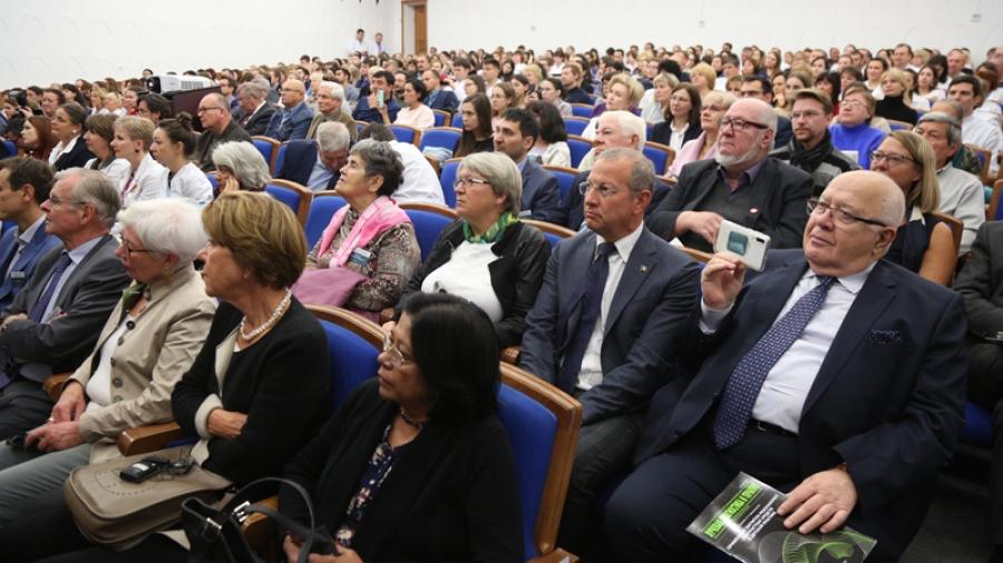 В России стартует самая масштабная в истории страны программа по борьбе с онкологическими заболеваниями.