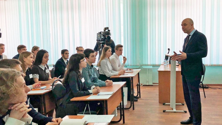 Боровские школьники пообщались с Антоном Силуановым