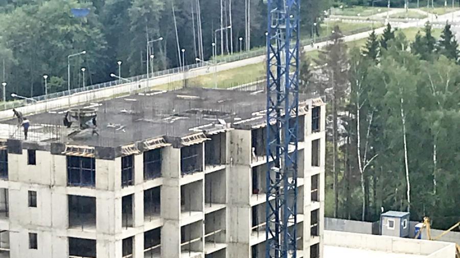 Строители поднялись на 8-й этаж нового обнинского дома