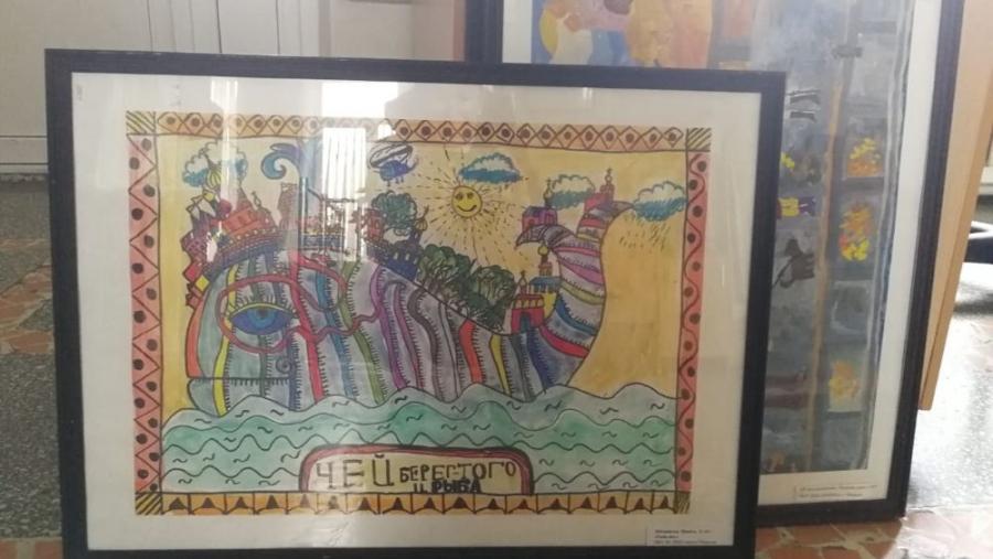 Ученики художественной школы подарили КБ№8 свои картины