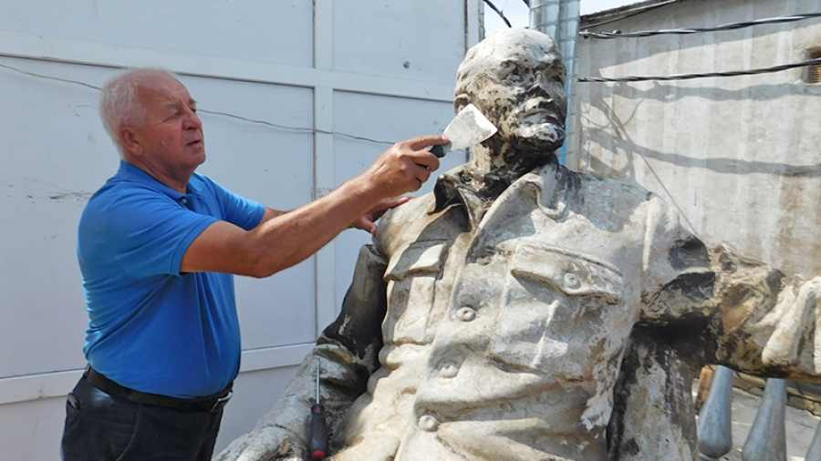 Обнинский художник Владимир Шахрай восстанавливает редкую статую Ленина