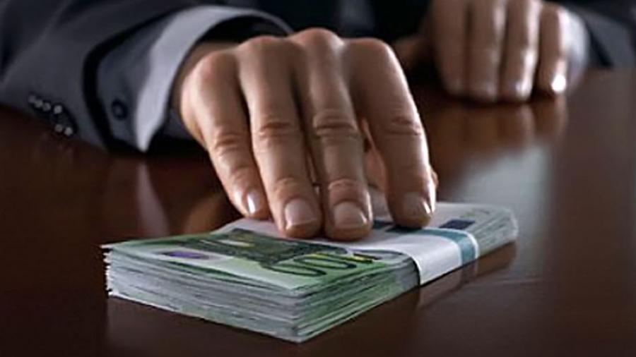 Директор муниципального предприятия в Малоярославце навыписывал себе премий на 800 000