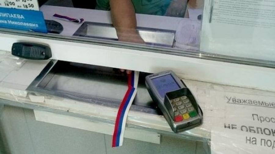 Обнинский ПАТП дарит пассажирам ленточки с российским триколором