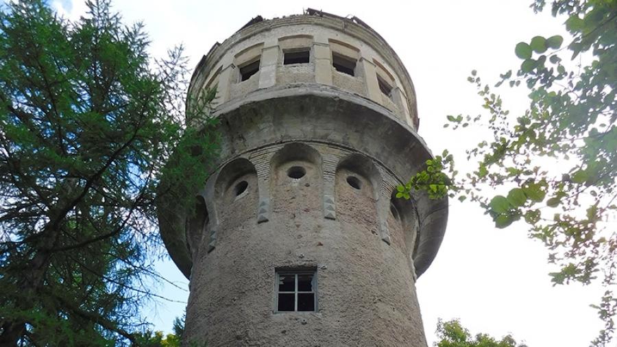 Водонапорную башню в Старом городе огородили в целях безопасности