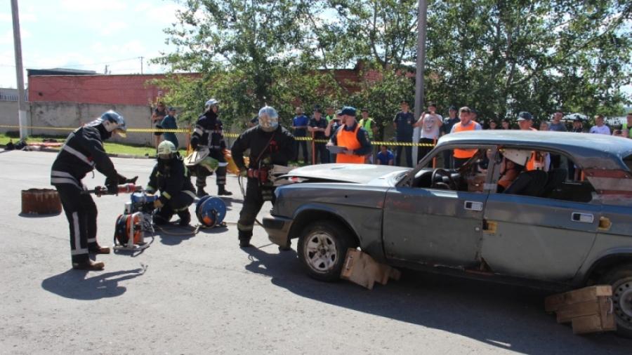 Обнинские спасатели стали призерами областных соревнований по проведению аварийно-спасательных работ при ликвидации последствий дорожно-транспортных происшествий