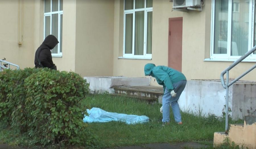 Устанавливаются обстоятельства смерти выпавшей из окна обнинской женщины