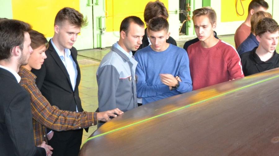 Обнинские школьники увидели, как делают элементы для космического аппарата «ЭкзоМарс»