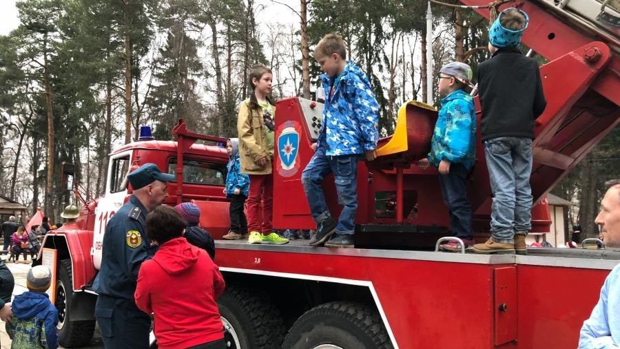 В честь юбилея обнинские пожарные зажгли в Городском парке
