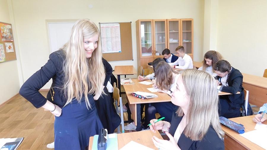 Бельгийка Дебора Таминье, два года преподававшая французский и английский в школе № 12, покидает Обнинск