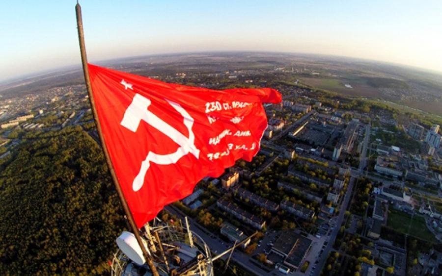 Над Обнинском сегодня взмывает Флаг победы