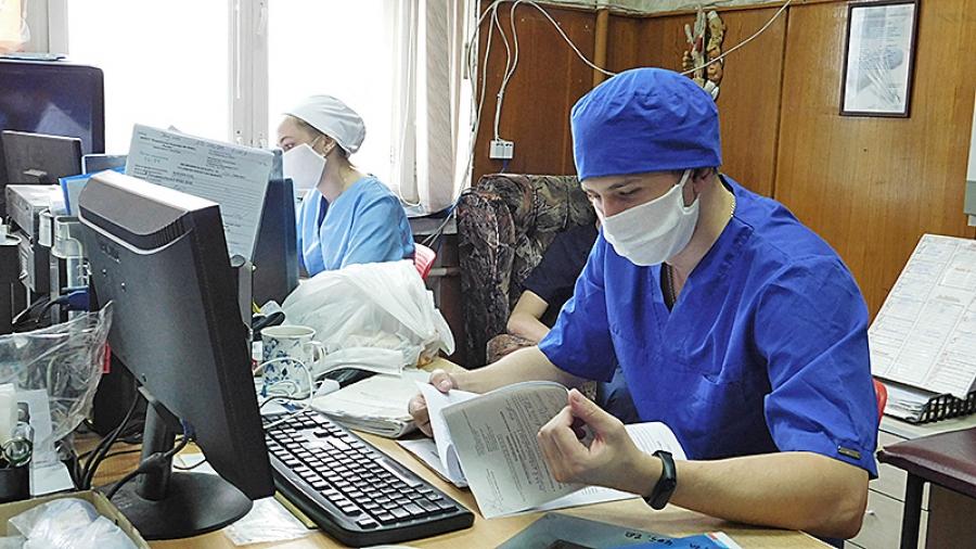 Обнинские студенты-медики продолжают помогать врачам