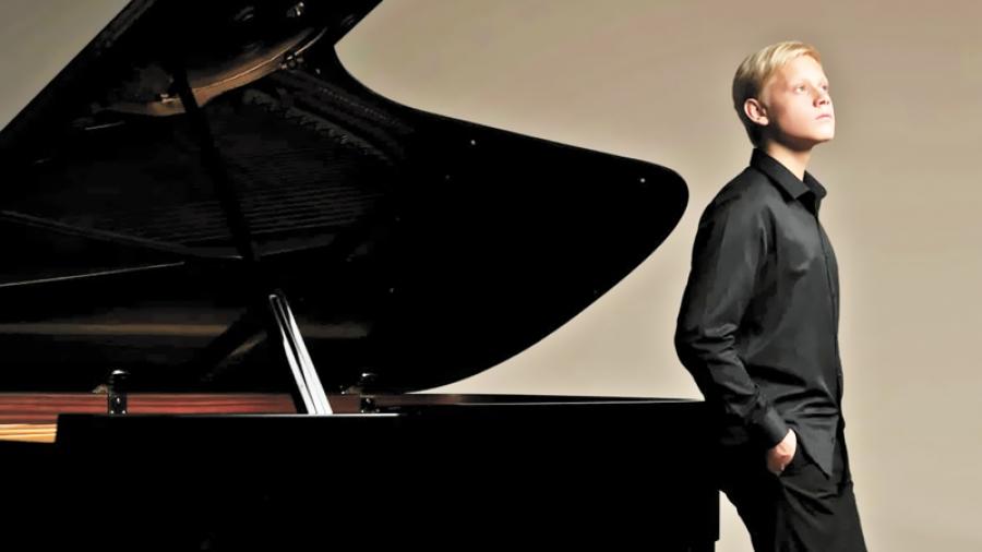 Юный пианист Александр Малофеев, которого называют «надеждой музыкальной России», даст единственный концерт в усадьбе Белкино