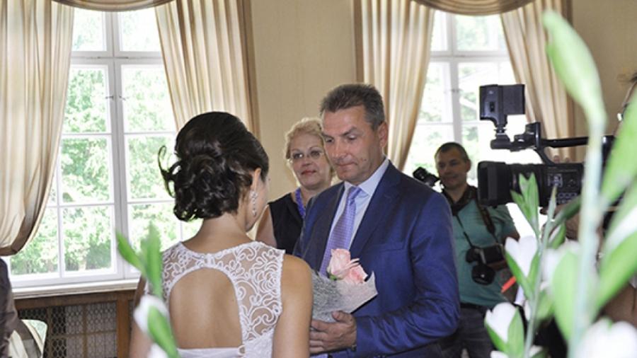 Жители Калужской области, возможно, скоро смогут регистрировать браки у памятников и во дворцах