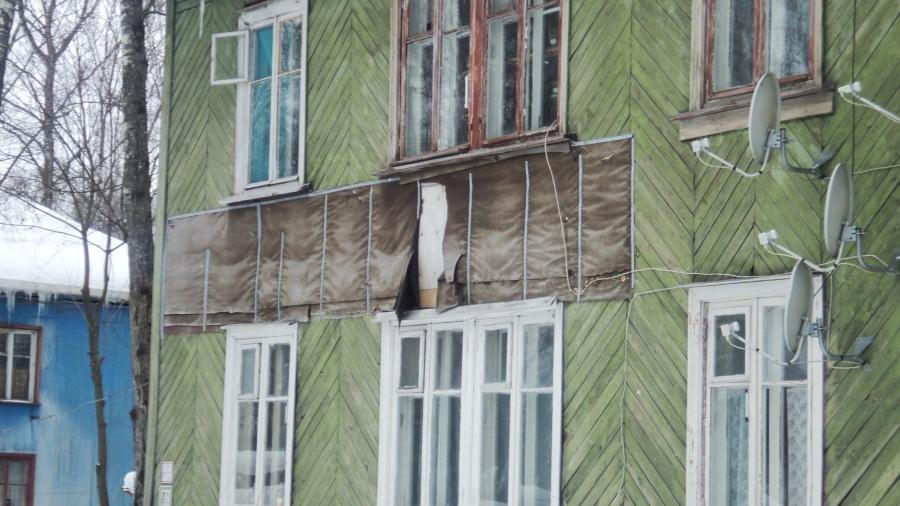В поселке Мирный патовая ситуация: жители старых домов хотят переезда, но их не устраивают предлагаемые варианты