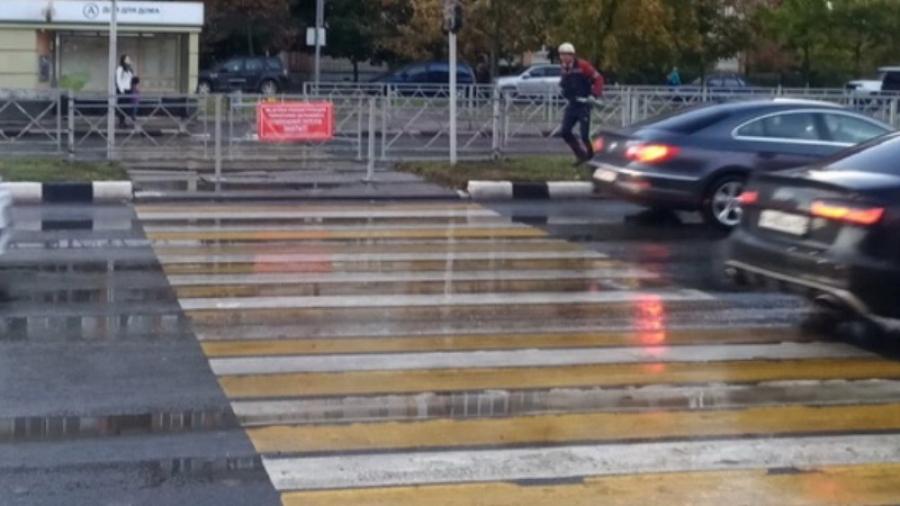 Пешеходный переход напротив «Маргариты» на пр. Маркса не откроют, пока не будет освещения