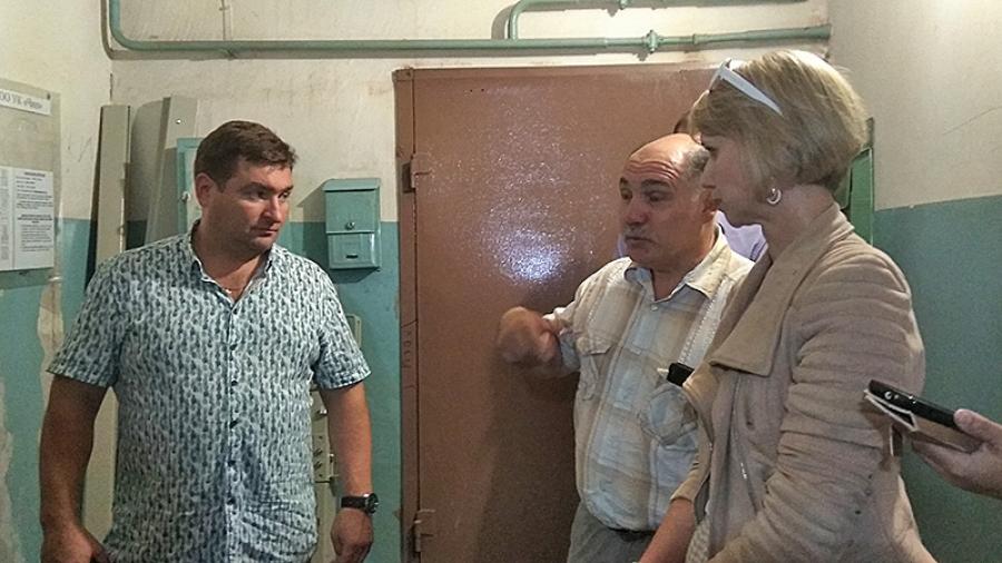 Депутаты и активисты ОНФ проверили качество капремонта лифтов в Обнинске