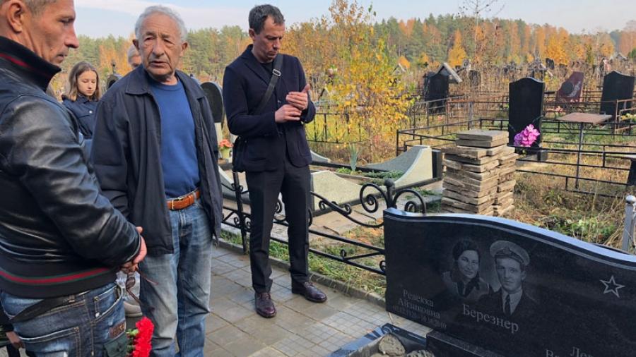 Воссоединение: семья Березнеров подхоронила на обнинском кладбище в Передолье землю с братской могилы