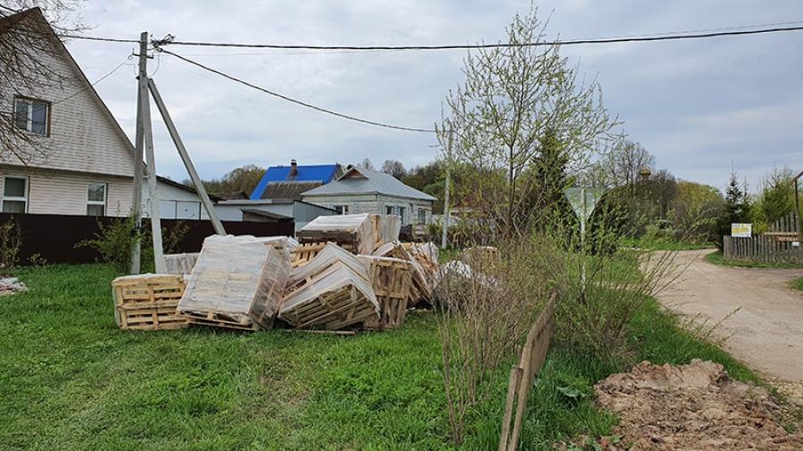 Жители Боровского района платят за вывоз мусора из несуществующих контейнеров