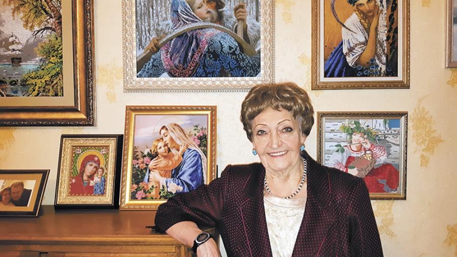 В праздничные дни обнинский ДК ФЭИ порадует гостей выставкой картин, вышитых Ириной Череватенко