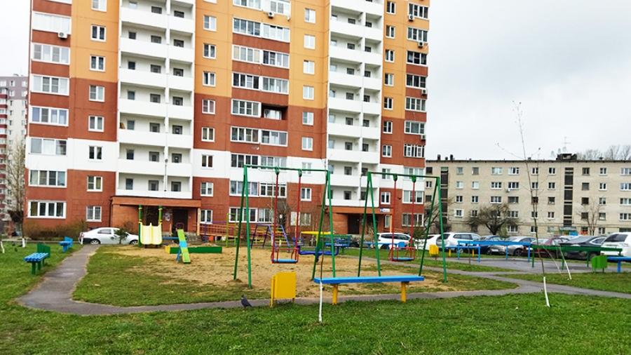 Обнинская УК «Быт-Сервис» вовсю ремонтирует детские площадки во дворах.