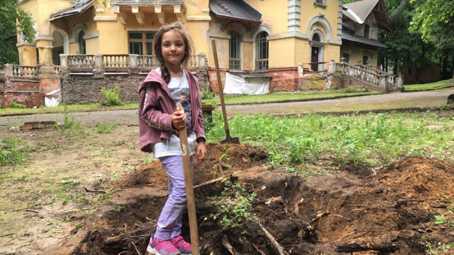 На Морозовской даче начаты работы по подготовке территории, где будет высажена новая клумба