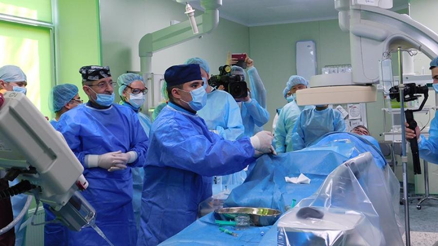 Сегодня в МРНЦ прошла операция, давшая надежду тысячам, казалось бы, безнадежных больных