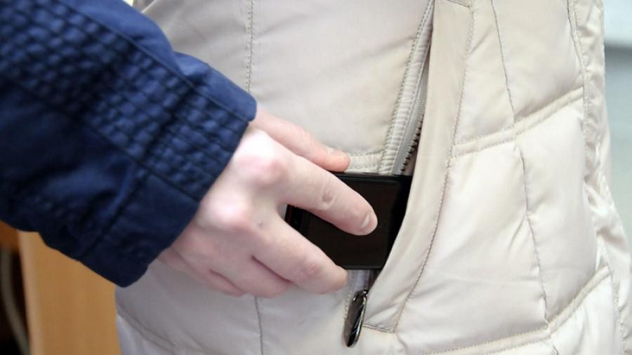 Жительница Обнинска попыталась уйти с чужим телефоном