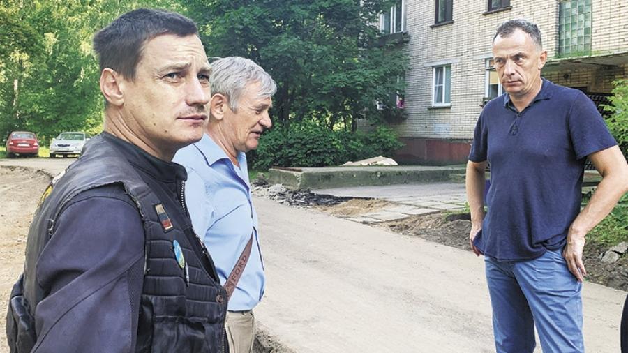 Жители Курчатова, 15 наконец получат широкий дворовой проезд