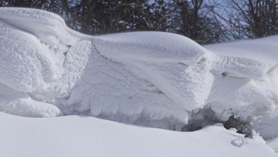 Восьмилетняя девочка погибла под завалами снега в Износковском районе