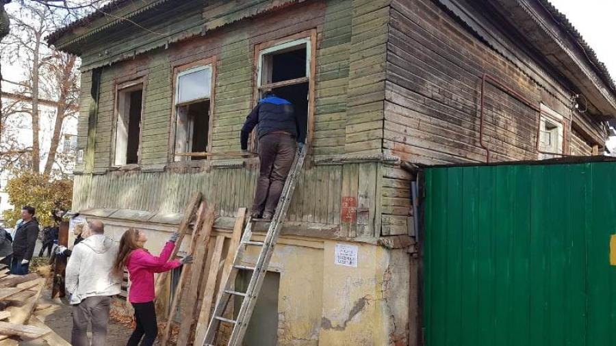 В Боровске проходит широко анонсированный субботник по сохранению исторических зданий