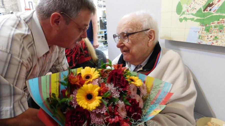В честь 80-летия «главного археолога» Обнинска Владимира Тарасова городской музей открыл выставку