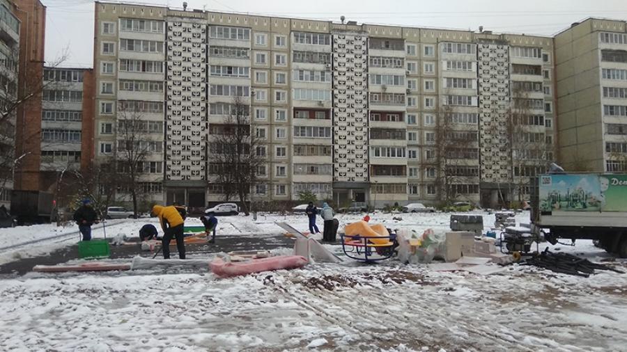 В Обнинске выпал снег. Благоустройство в двух дворах до сих пор не доделано