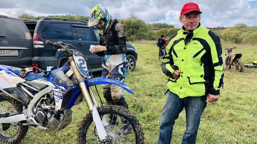 Профи грязи не боятся: знаменитый мотогонщик Александр Московка провел в Обнинске тренировочные сборы для команды профессиональных спортсменов