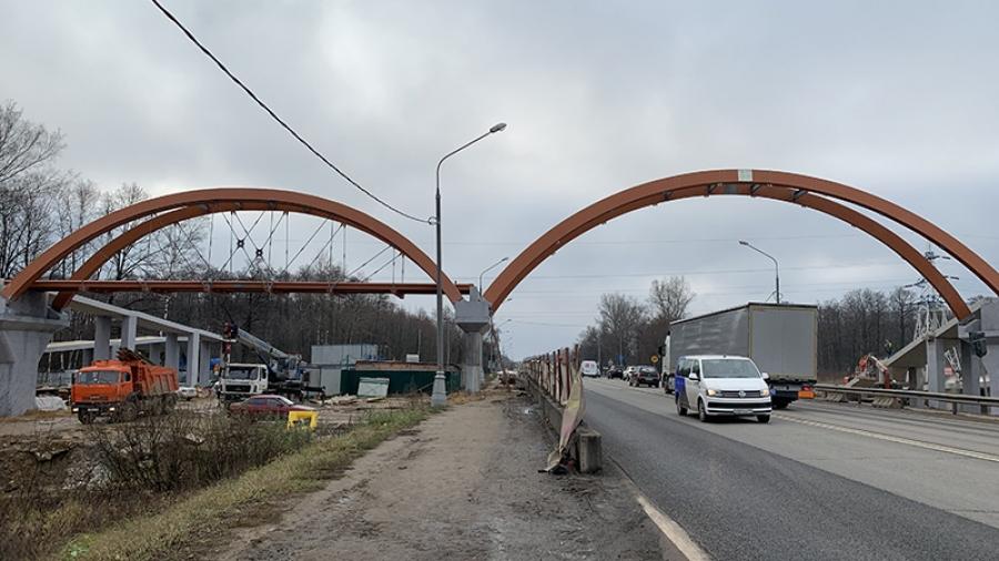 В Обнинске на Киевском шоссе появились арки первого инновационного надземного перехода из композитов