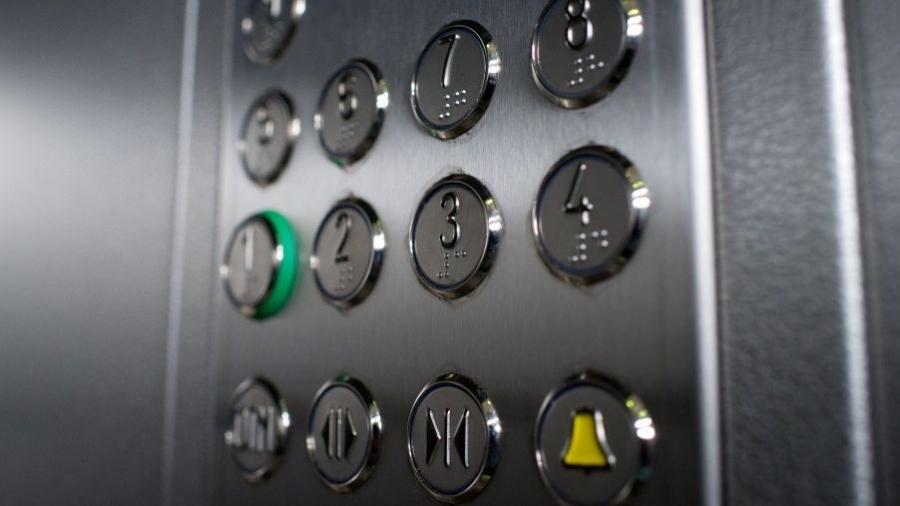 Ремонт лифтов в Обнинске обещают полностью закончить к 10 мая
