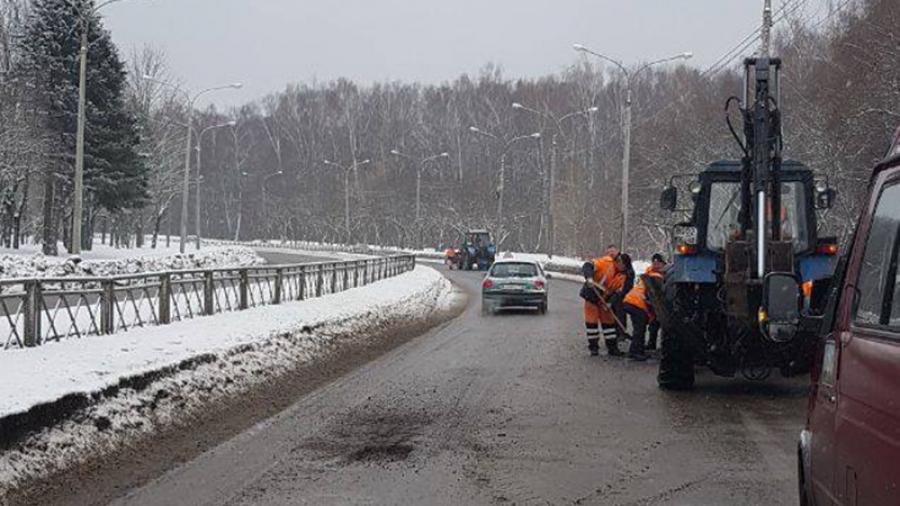 Жители Обнинска взволнованы укладкой асфальта во время метели