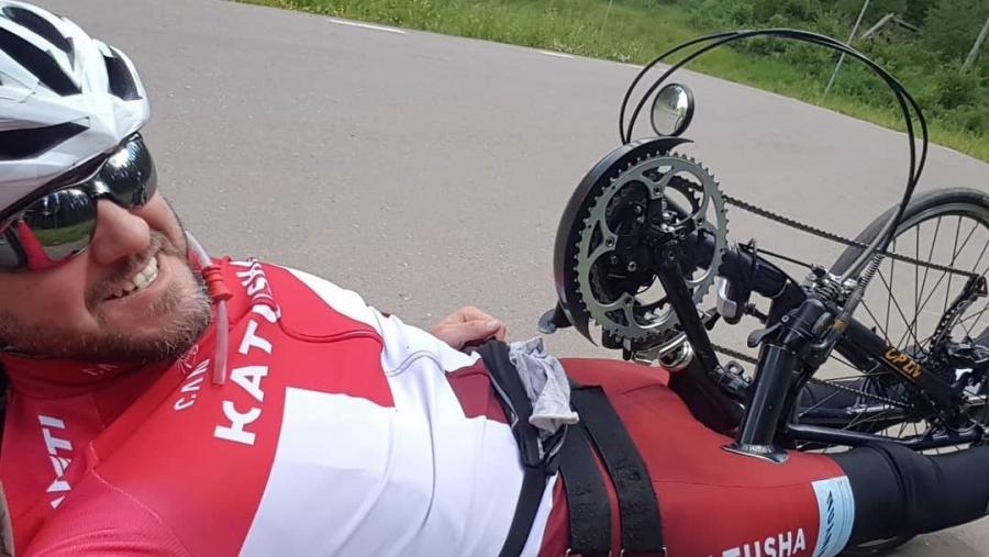 За победу в триатлоне Ironman обнинский инвалид-колясочник Артем Воробьев благодарит свою жену Екатерину