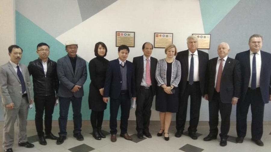 В ИАТЭ побывала делегация из Вьетнама
