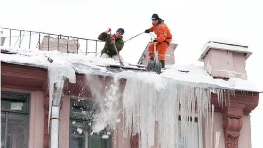 Жителей Калужской области призывают жаловаться на сосульки в Госжилинспекцию