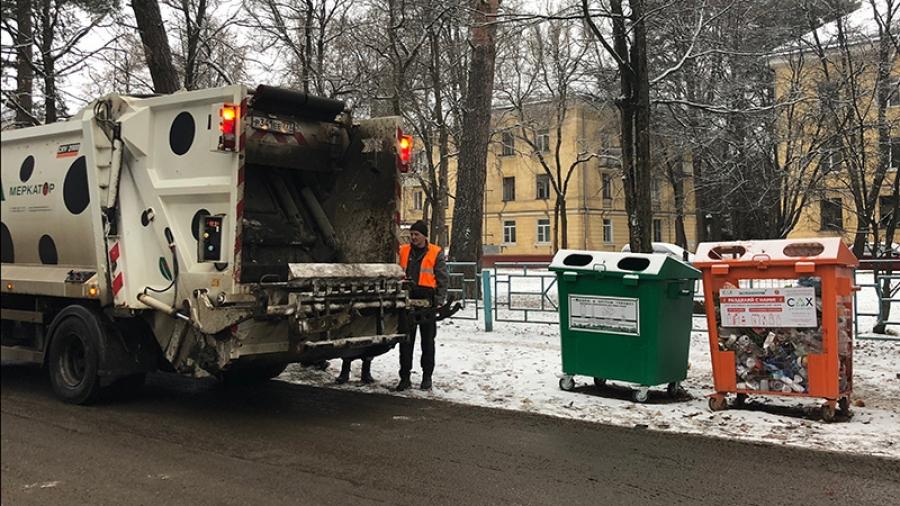 Обнинцев возмутило видео из соцсетей: отсортированный ими мусор мусоровоз сваливает в одну кучу