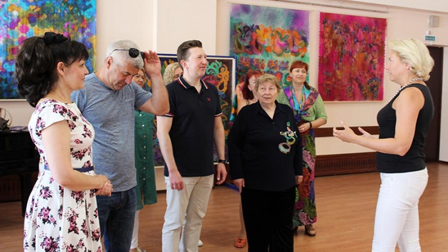 В Клубе ветеранов на этой неделе открывается выставка изразцов с видами Обнинска