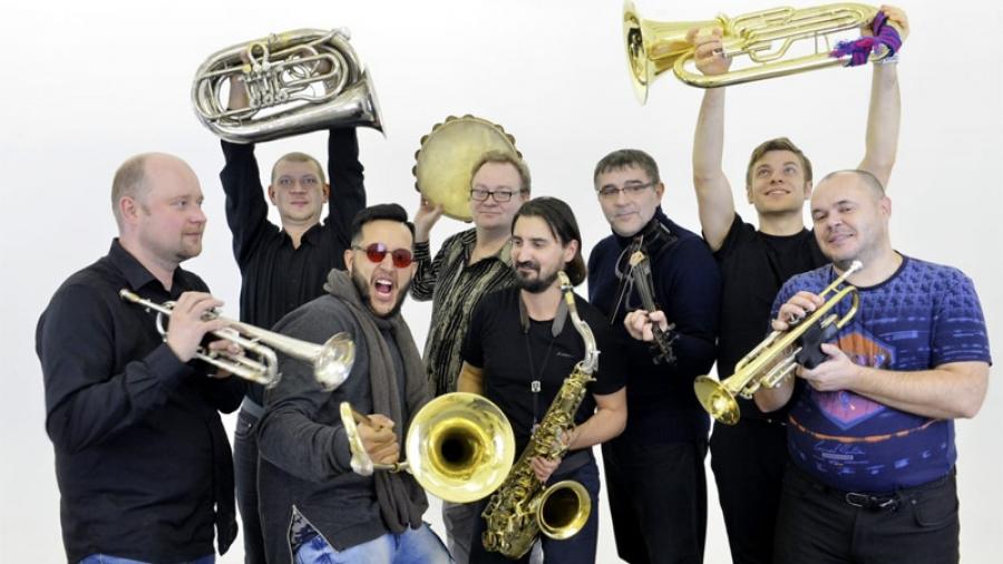 30 ноября на сцене ГДК интернациональный оркестр BaBuBe Project покажет шоу «Балканутые»