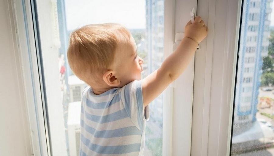 В новостройках в обязательном порядке будут устанавливать детские ограничители на окна