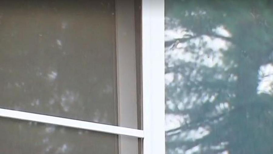 На даче под Обнинском двухлетняя малышка выпала из окна второго этажа