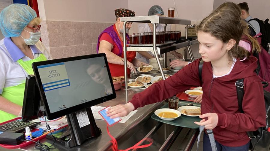 По карточкам: в обнинских школах начали внедрять цифровую систему безопасности