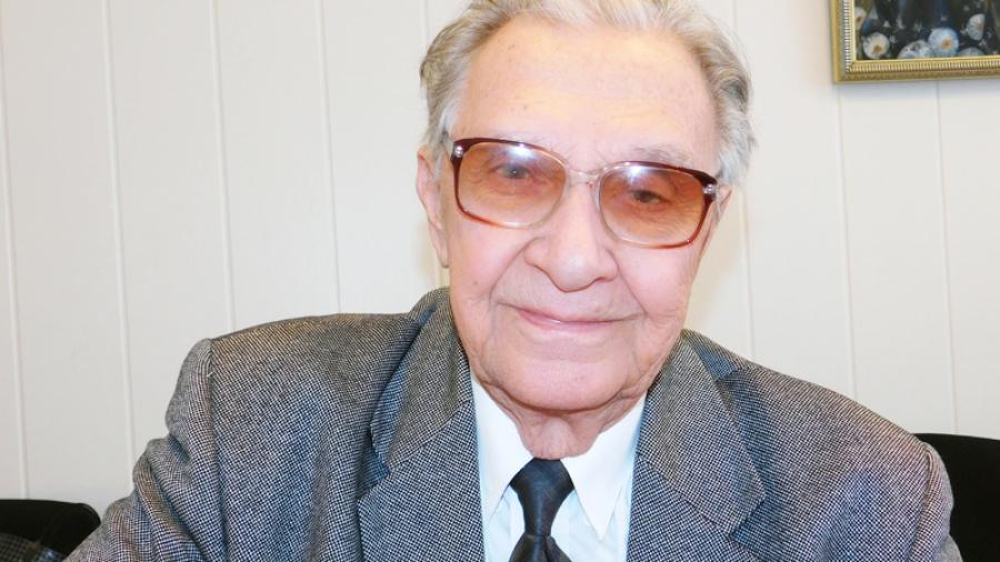 Профессор из Обнинска Юрий Юрьев выпустил трехтомный роман о своей жизни