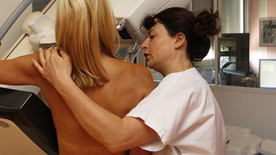 Еще 27 тысяч жительниц региона проверят на рак молочной железы